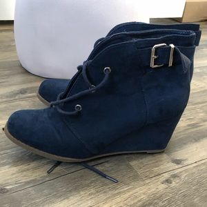 Shoes - Navy booties